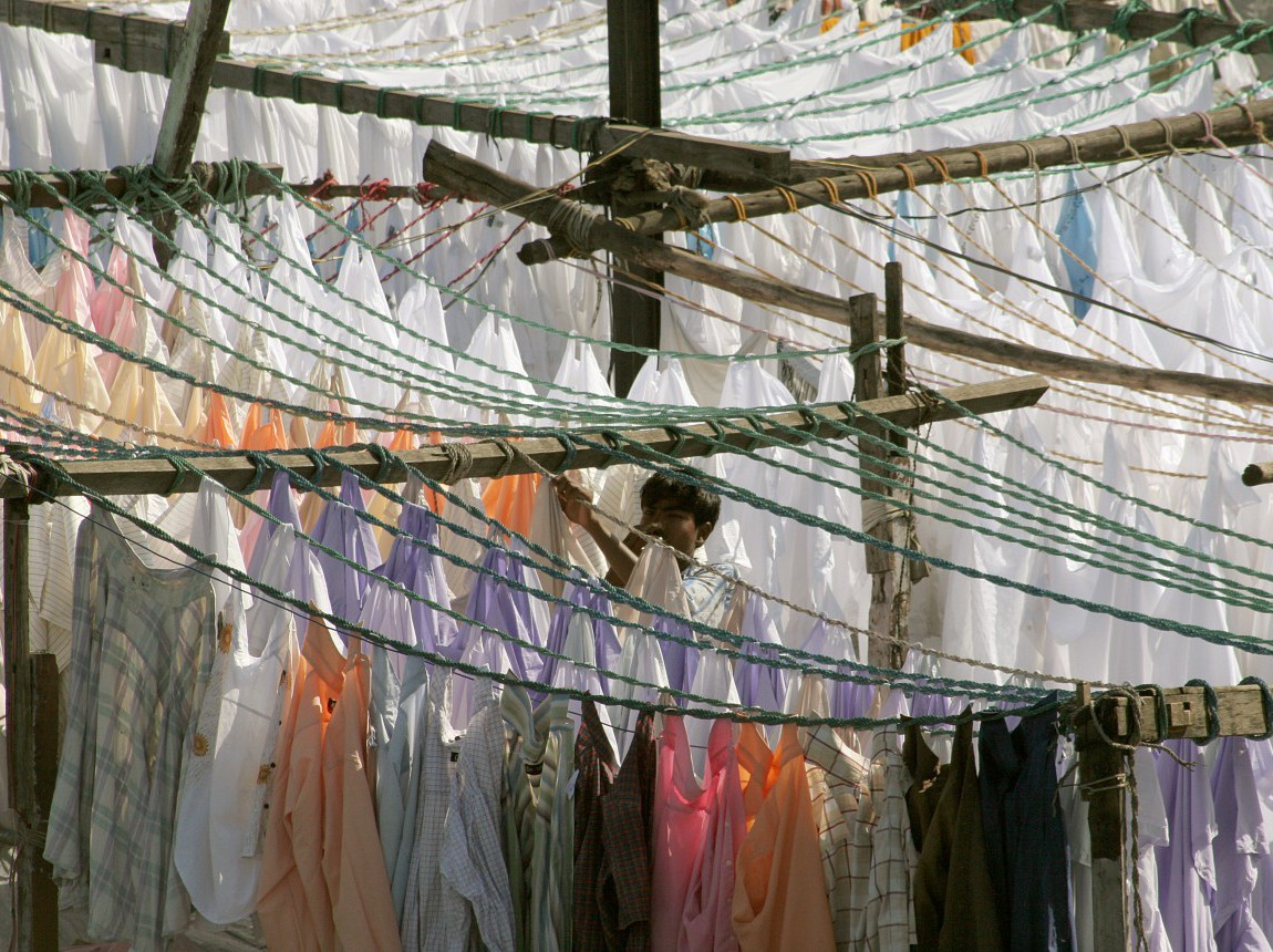 India_clothes_hanging.jpg